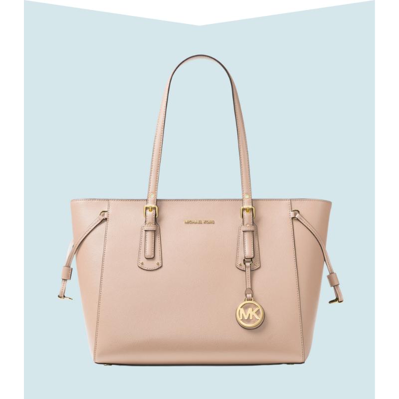 Pink shoulder bag.